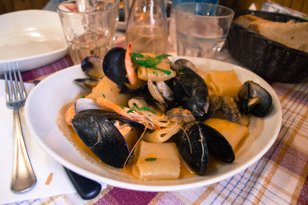An awesome list of where to eat in Rome near the tourist hotspots! Delicious eats with great locations in Rome - a must-pin for your future travels!
