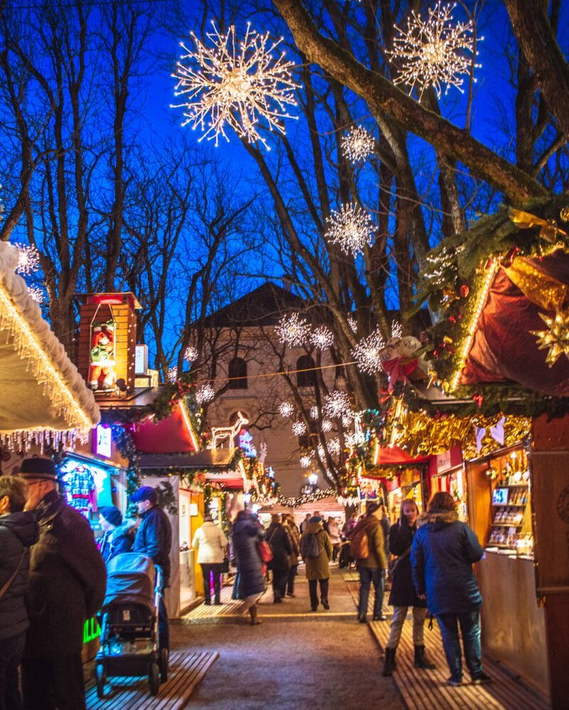The BEST Christmas markets in Switzerland. If you're looking for a thorough and comprehensive Switzerland Christmas guide, this is it! #ChristmasMarkets #Switzerland #Europe #Christmas