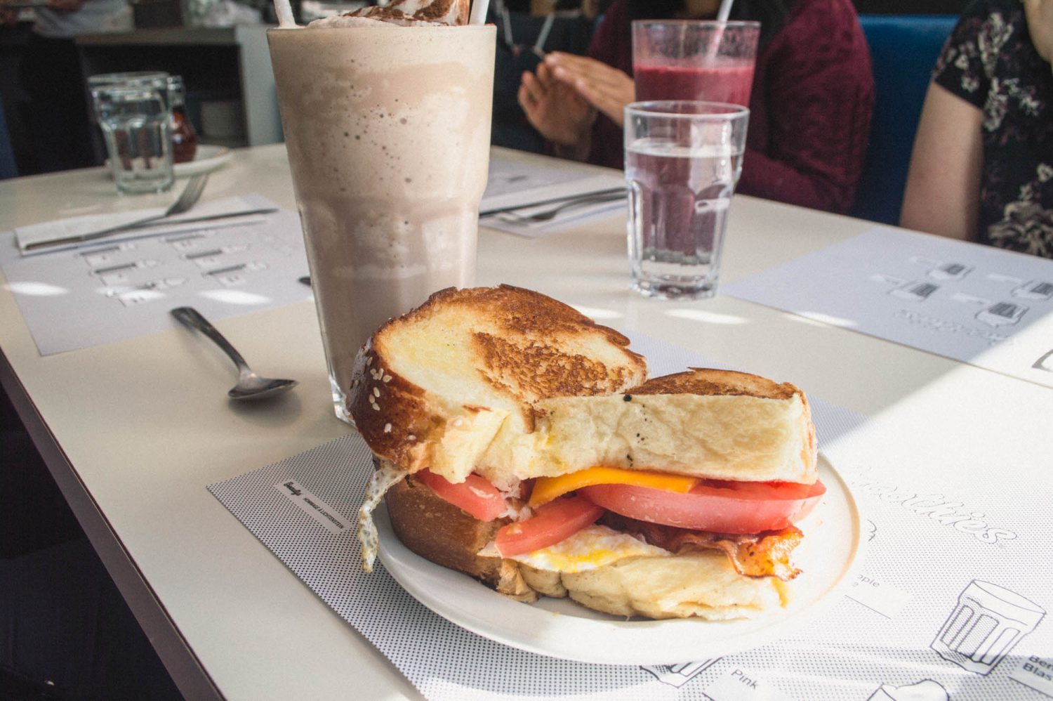 Drool. This post has the BEST list of delicious brunch places to visit when you're in Montreal. Don't miss these on your next visit to Quebec!