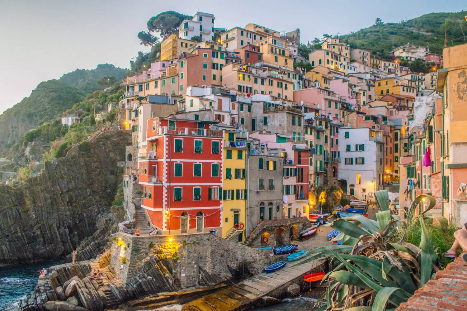 WOW - amazing photo guide to Cinque Terre, Italy, one of the most beautiful places in the world. If you are planning a trip to Italy or plan to travel to Cinque Terre, you need to see these incredible photos! #italy #cinqueterre