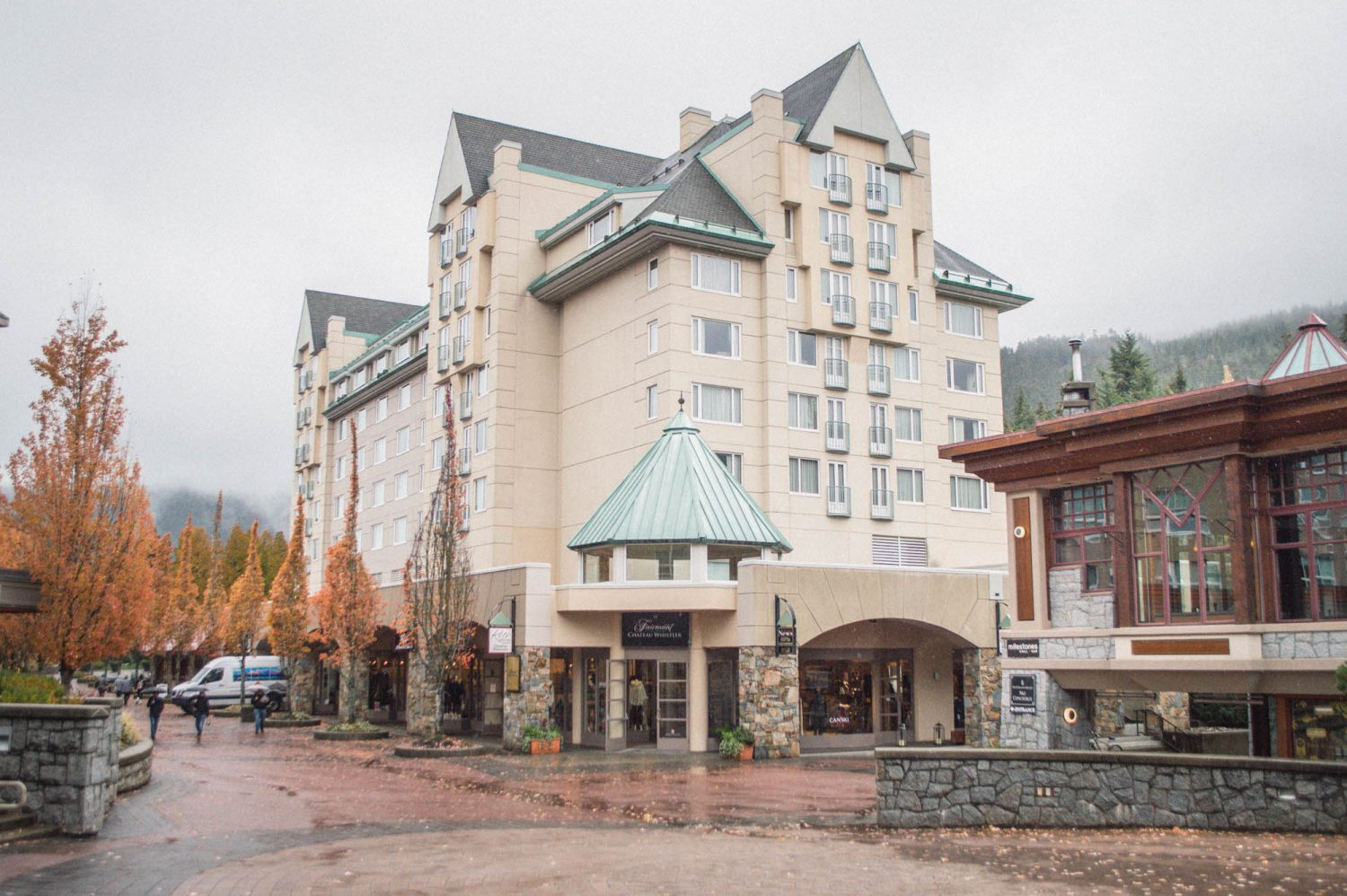 fairmont-whistler-hotel-happy-to-wander-0311