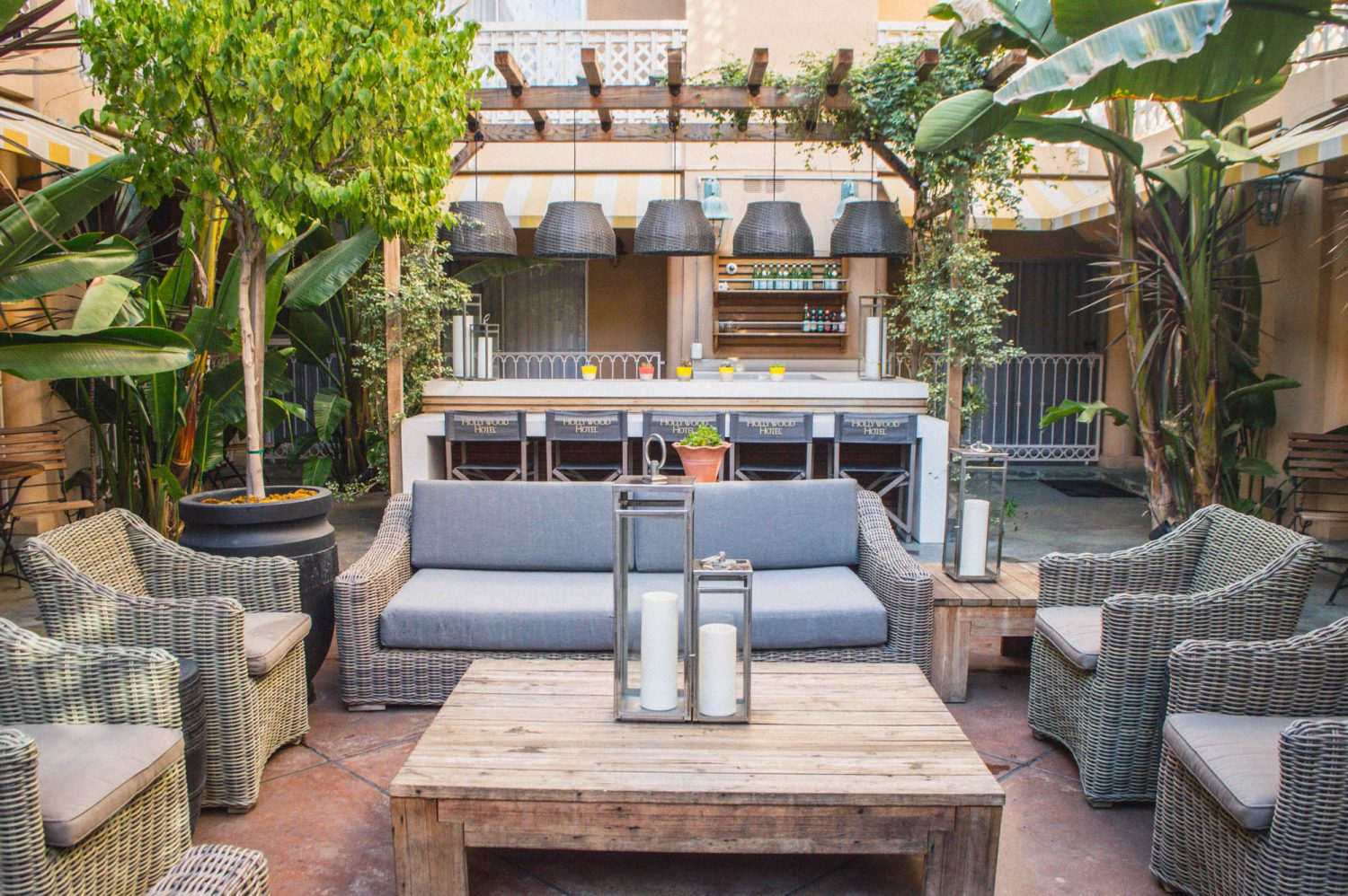 Hollywood Hotel review in Los Angeles! A great hotel for those seeking a central location in Hollywood with comfortable rooms and pleasant staff.