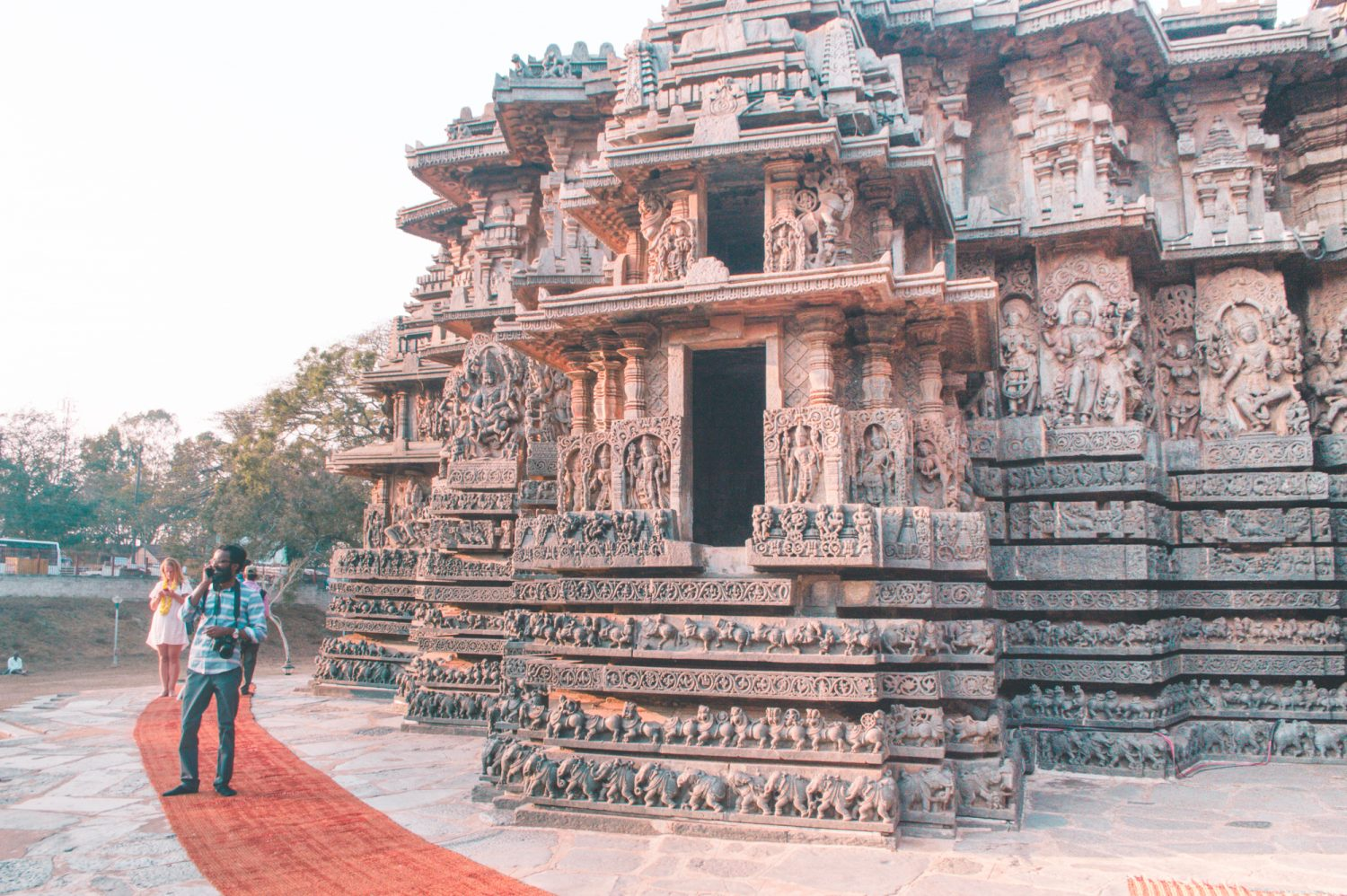 Incredible cultural must-sees in the Indian province of Karnatka! Amazing things to do in India if you plan on visiting Karnataka. #India #Travel #Karnataka