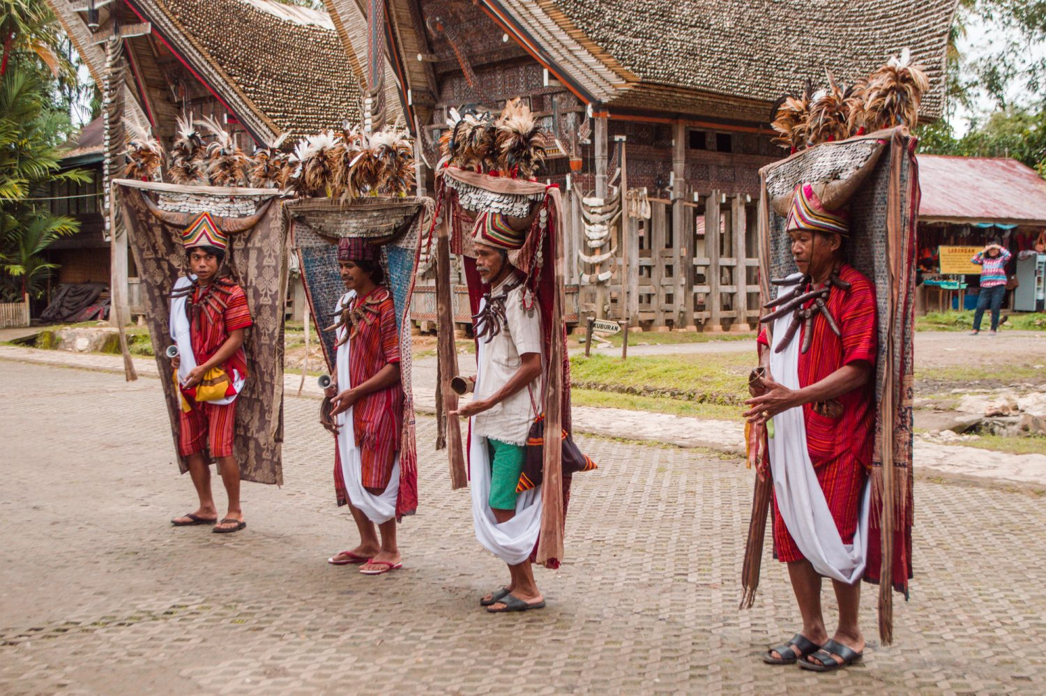 Cultural experiences you must try when you're in Indonesia! These activities are awesome must-dos for your next Indonesia trip.