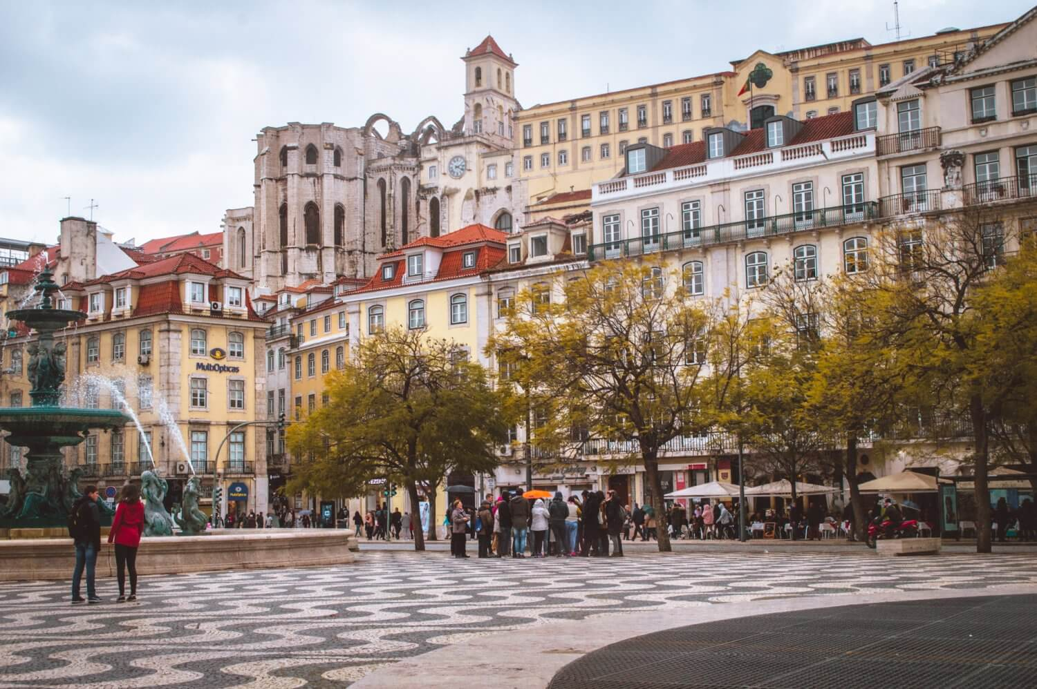 A beautiful shot of Lisbon's main square looking up to the Carmo Convent ruins