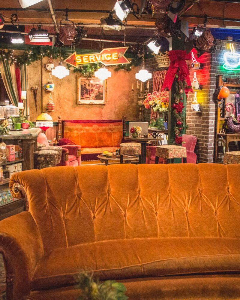 You can sit on the 'FRIENDS' Central Perk couch in real life?! Enjoy this awesome experience and scope out plenty of other amazing sets and props at the Warner Bros Studio Tour in Los Angeles!