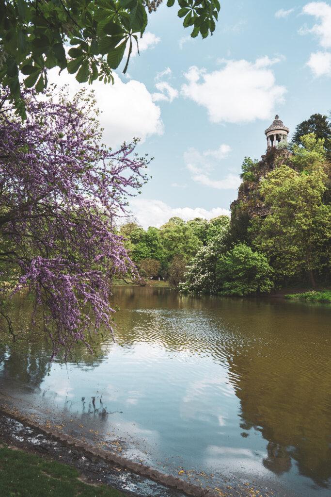 Lake at Parc des Buttes-Chaumont in Paris, France