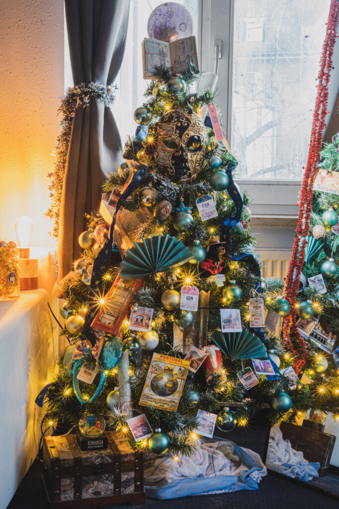 How To Make The Perfect Travel Themed Christmas Tree 2021