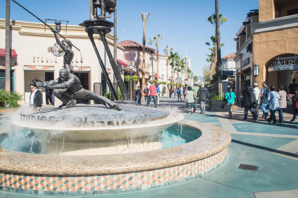 Universal Studios Hollywood guide for couples! Eager for tips on visiting Universal Studios without kids? This guide will show you how to turn your trip into a romantic getaway for the ages.
