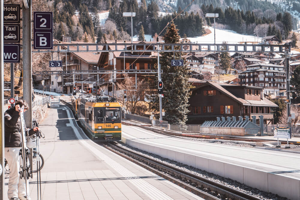 Train in Wengen heading towards Lauterbrunnen.