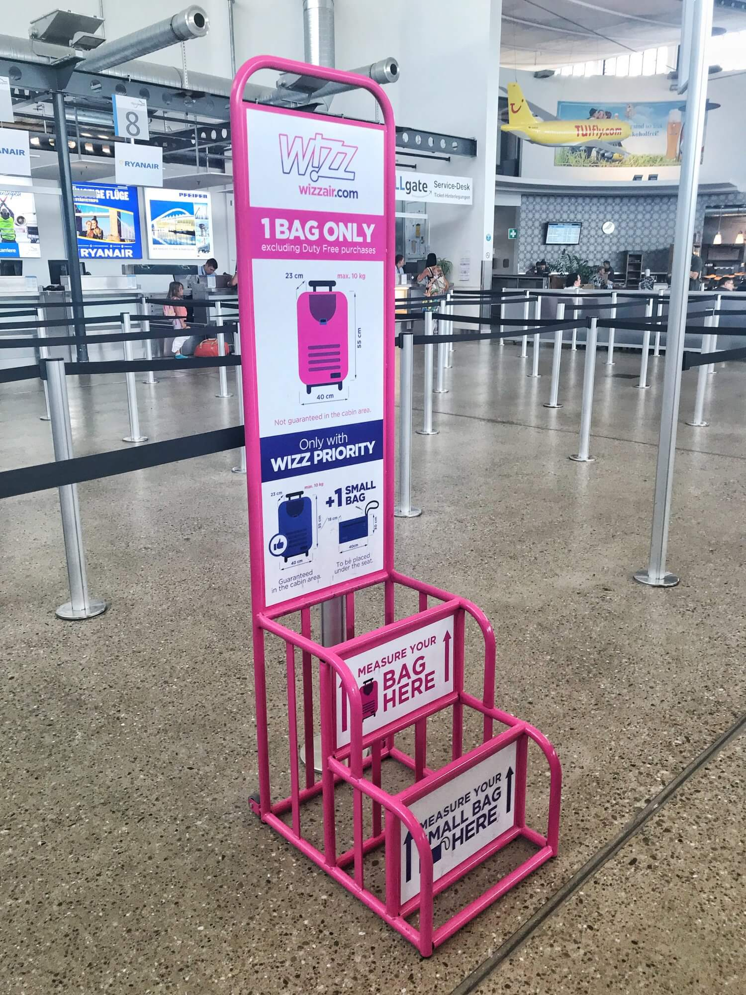 Wizz Air review photo of the hand luggage size restrictions with Wizz Air