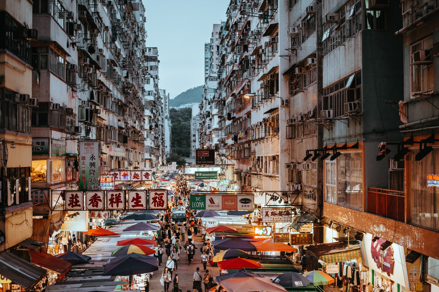 An AMAZING Hong Kong guide packed with Hong Kong travel tips and recommendations on things to do in Hong Kong, where to eat and all sorts of important insider information you need to know for your next trip. #HongKong