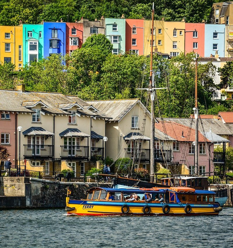 Amazing city guide to Bristol, England. Includes fantastic must-know local tips on what to do in Bristol, where to eat, where to stay and more. #Bristol #England #Travel